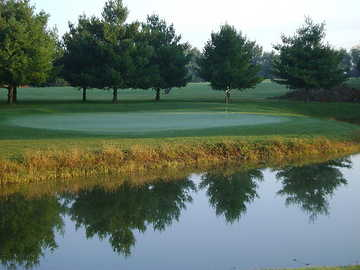 A view of the 4th green at Sunbury Golf Course